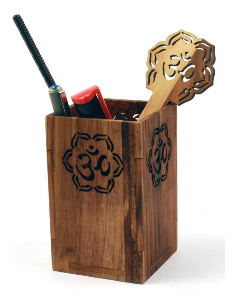 Om Pen Stand